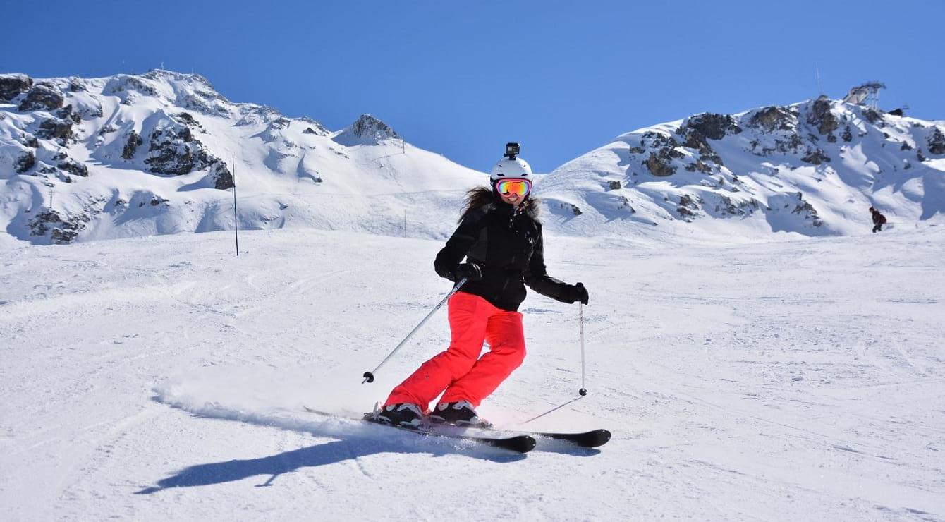 מדריכת סקימולטור בחופשת סקי 2019