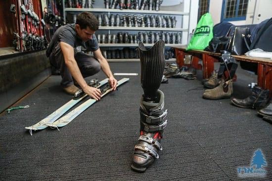 התאמת מגלשים לנעלי סקי לאדם נכה בסקימולטור