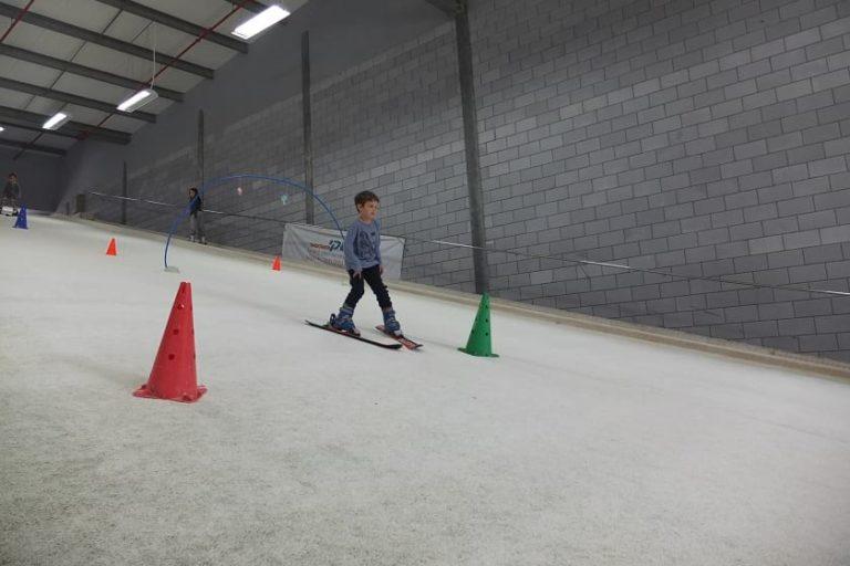 ילדים גולשים במדרון 7 הסטטי בסקימולטור עמק חפר